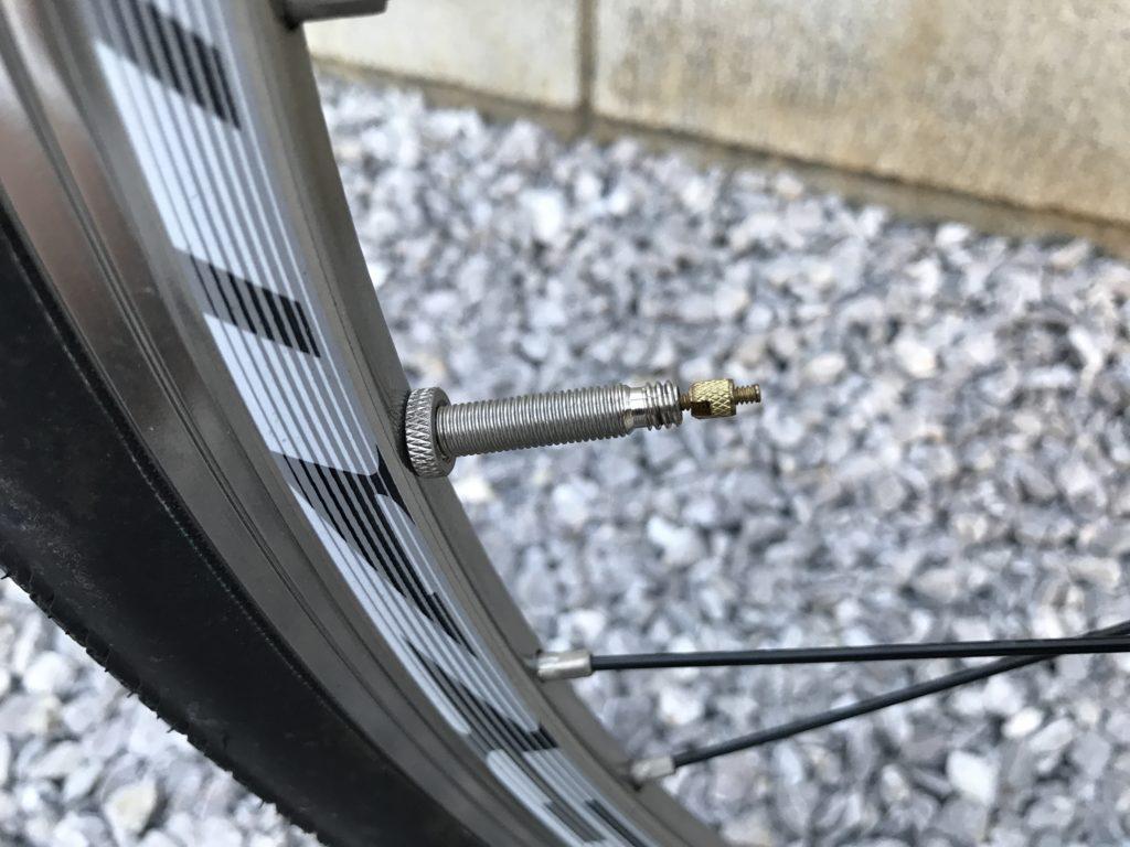 クロスバイクの空気の入れ方