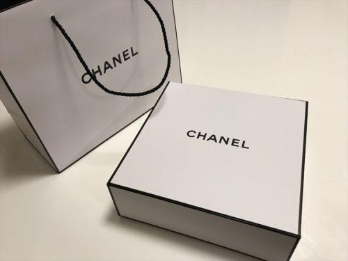 シャネルの化粧箱
